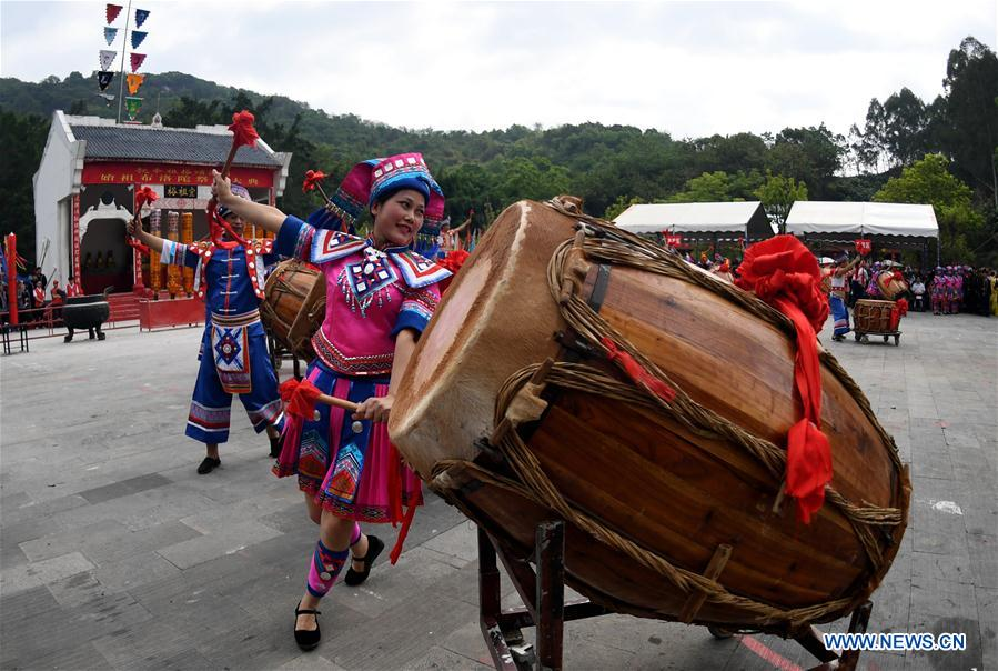 People of Zhuang ethnic group celebrate the opening of the Buluotuo folk cultural tourism festival in Tianyang County, Baise City of south China's Guangxi Zhuang Autonomous Region, April 22, 2018. (Xinhua/Zhang Ailin)