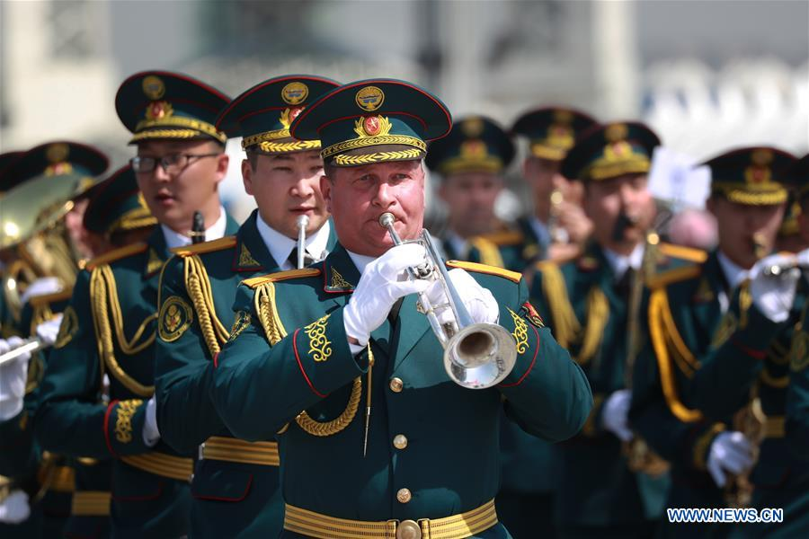 The military band of Kyrgyzstan takes part in a military band parade held at the Beijing Olympic Park during a military band festival of the Shanghai Cooperation Organization (SCO), in Beijing, capital of China, April 25, 2018. Military bands from eight countries, namely China, Kyrgyzstan, Pakistan, Russia, Tajikistan, Uzbekistan, India and Belarus, took part in the fifth SCO military band festival. (Xinhua/Ju Zhenhua)<br/>