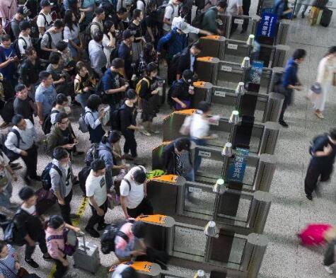 旅游消费旺盛 铁路客流持续高位