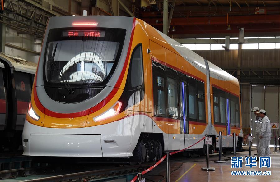 5월 10일, 덕령합 현대 궤도차는 중차 청도 사방 기관차 차량 주식유한회사 제품 테스트 라인에서 출하전 테스트를 하고 있다.