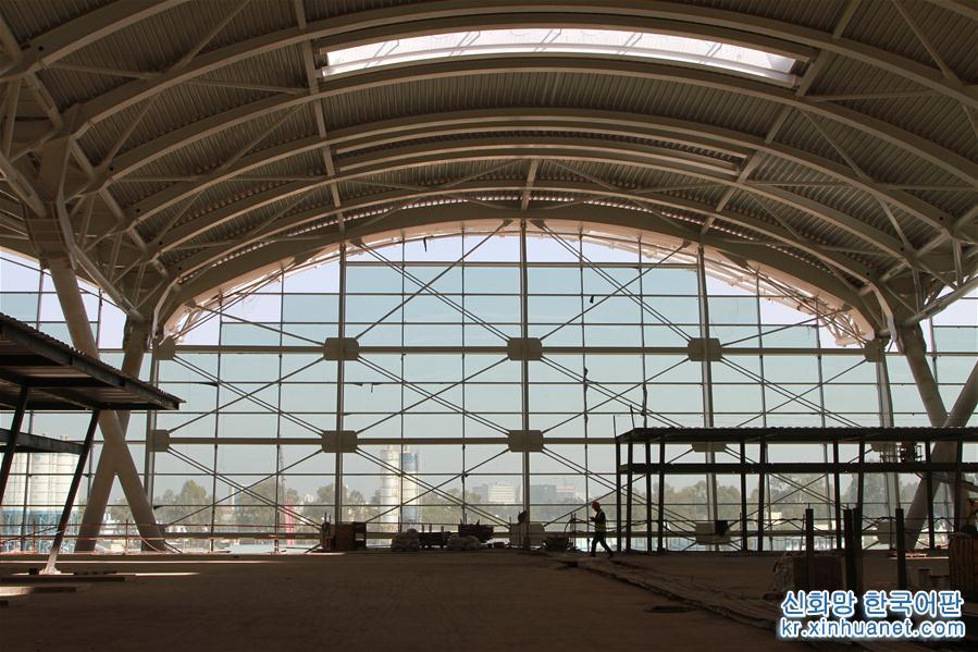 2017년4월18일 알제리 수도 알제에서 촬영한 공항 신청사 내부 모습.<br/>