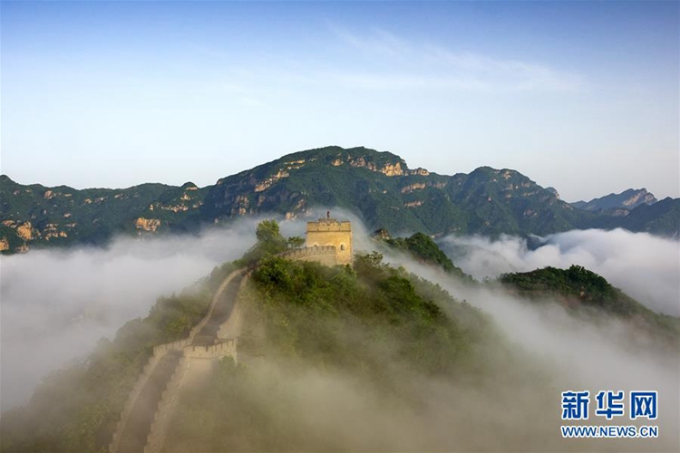 5월 13일 톈진(天津, 천진)시 지저우(薊州)구 황야관(黃崖關)창청(長城: 말리장성)에 비가 갠 후 너무나 환상적인 운해 풍경이 펼쳐진다.<br/>