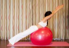瑜伽健身还是伤身?专家提醒:瑜伽运动必须要有专业指导