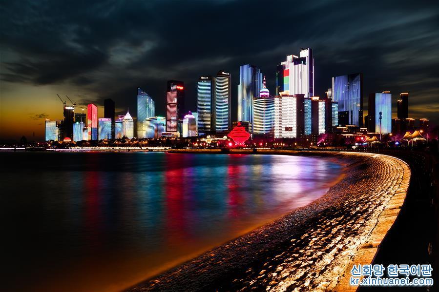 이것은 4월 14일 촬영한 칭다오 푸산완(浮山灣) 야경이다.[촬영/신화사 기자 궈쉬레이(郭緖雷)]<br/>