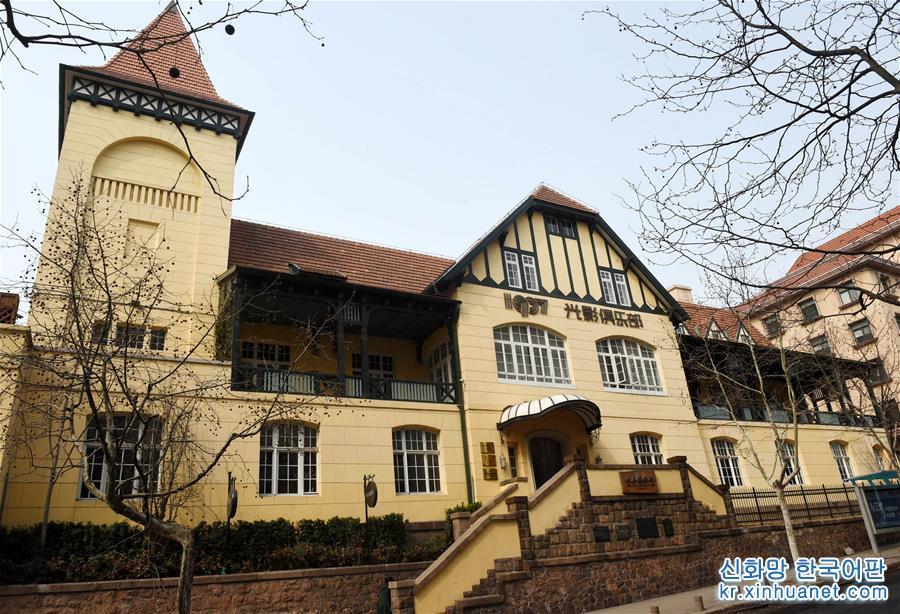 이것은 칭다오 1907광잉(光影)클럽(칭다오영화박물관)이다(3월 29일 촬영).[촬영/신화사 기자 리쯔헝(李紫恒)]<br/>