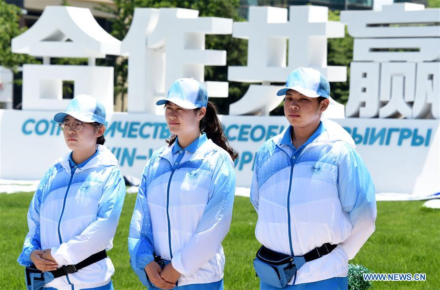 Three volunteers stand on duty in Qingdao, east China's Shandong Province, June 3, 2018. The 18th Shanghai Cooperation Organization (SCO) Summit is scheduled for June 9-10 in Qingdao. Volunteers are easily seen on the street. (Xinhua/Li Ziheng)<br/>
