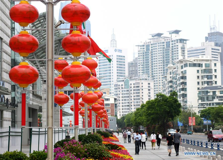 Photo taken on June 4, 2018 shows red lanterns in Qingdao, east China's Shandong Province. The 18th Shanghai Cooperation Organization (SCO) Summit is scheduled for June 9 to 10 in Qingdao. (Xinhua/Zhu Zheng)<br/>