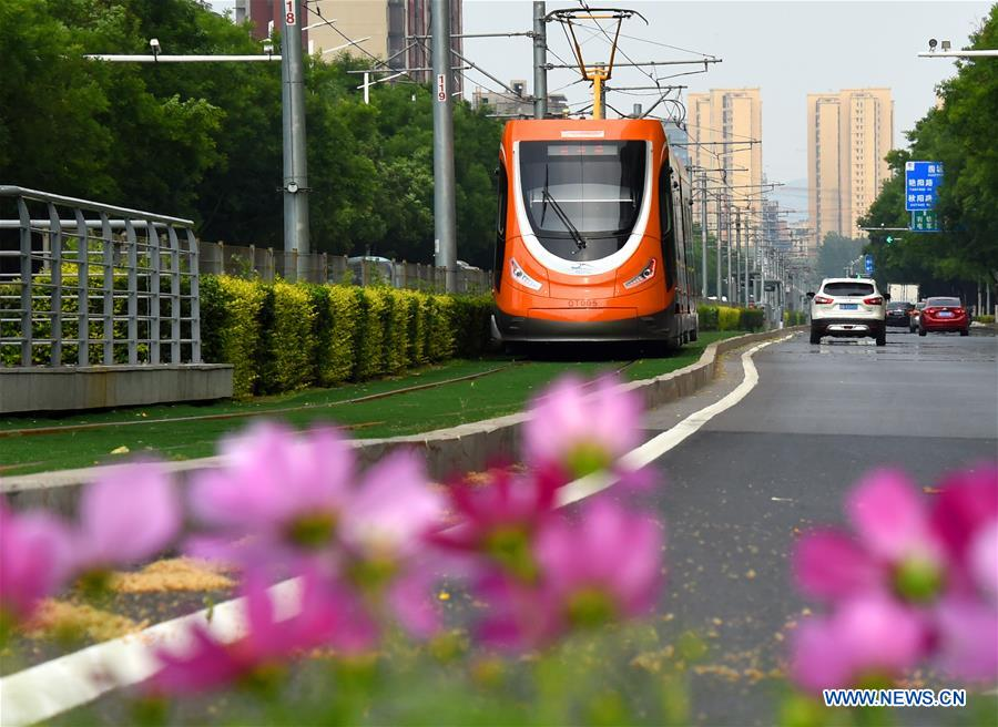 A streetcar runs on a street in Qingdao, east China's Shandong Province, June 4, 2018. The 18th Shanghai Cooperation Organization (SCO) Summit is scheduled for June 9 to 10 in Qingdao. (Xinhua/Li Ziheng)<br/>