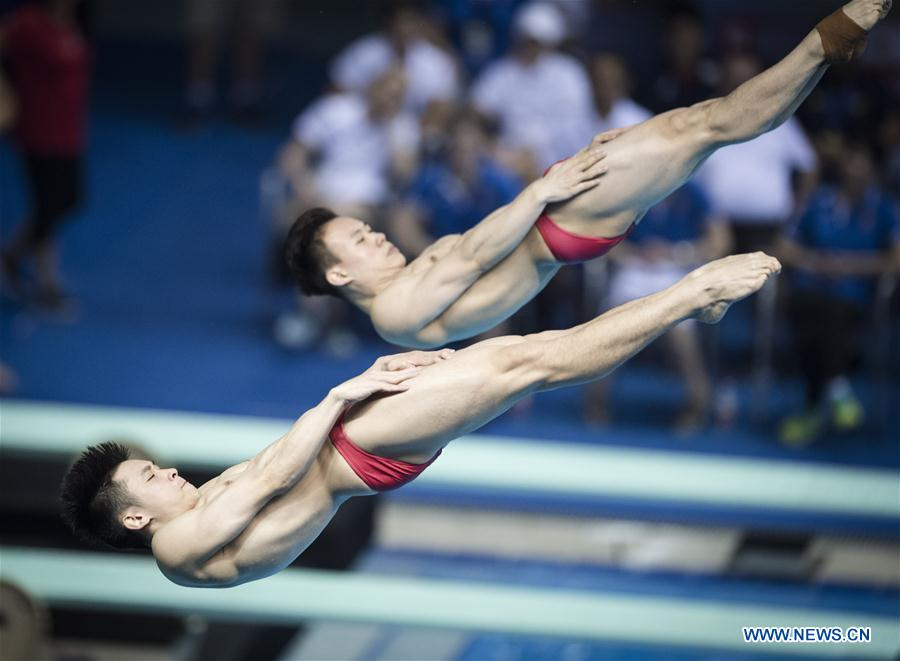 China's Cao Yuan (L) and Xie Siyi compete during the men's 3m springboard synchronised final at the FINA Diving World Cup 2018 in Wuhan, central China's Hubei Province, on June 5, 2018. Cao Yuan and Xie Siyi claimed the title with a total of 448.74 points. (Xinhua/Xiao Yijiu)<br/>
