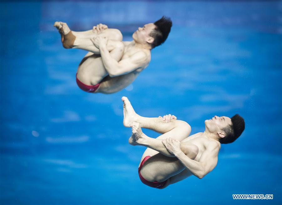China's Cao Yuan (R) and Xie Siyi compete during the men's 3m springboard synchronised final at the FINA Diving World Cup 2018 in Wuhan, central China's Hubei Province, on June 5, 2018. Cao Yuan and Xie Siyi claimed the title with a total of 448.74 points. (Xinhua/Xiao Yijiu)<br/>