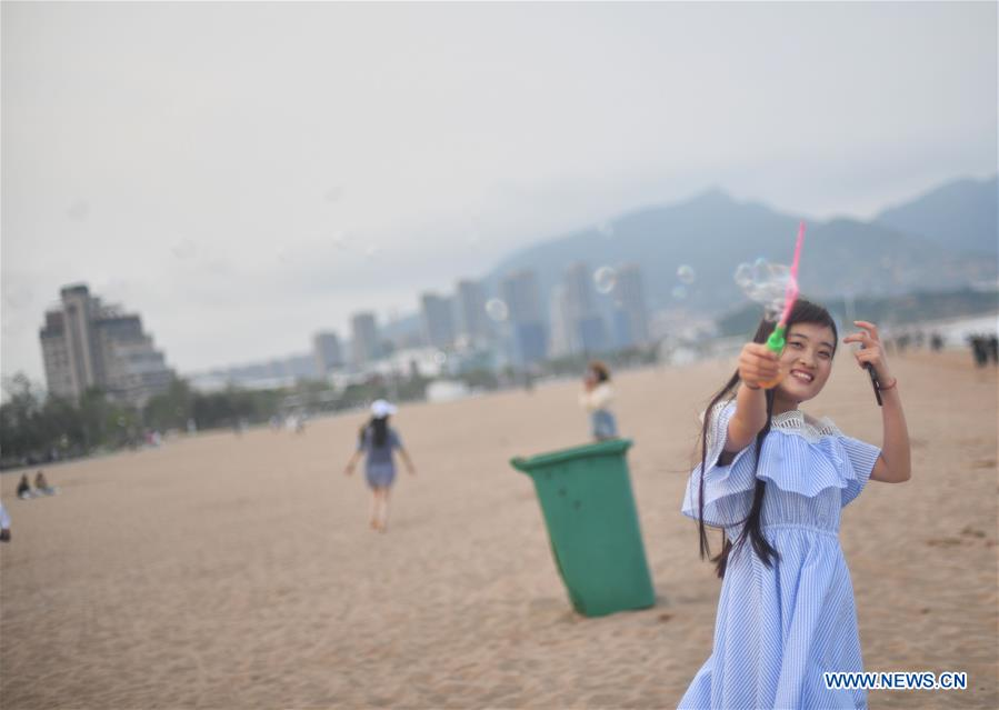 A tourist visits a seaside resort in Qingdao, east China's Shandong Province, June 4, 2018. The 18th Shanghai Cooperation Organization (SCO) Summit is scheduled for June 9 to 10 in Qingdao. (Xinhua/Jin Liangkuai)<br/>