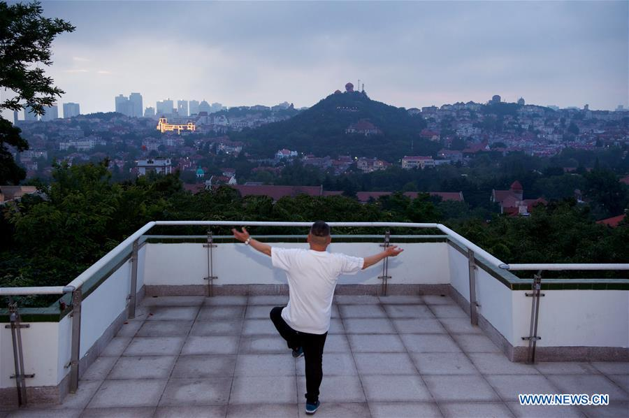 A man does exercises at a park in Qingdao, east China's Shandong Province, June 3, 2018. The 18th Shanghai Cooperation Organization (SCO) Summit is scheduled for June 9 to 10 in Qingdao. (Xinhua/Jiang Kehong)