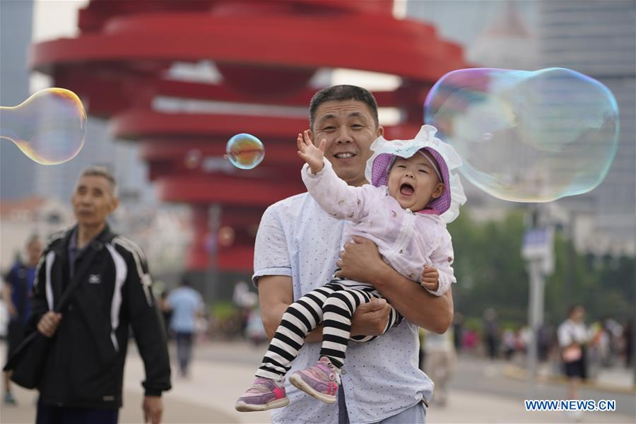 People visit Wusi Square in Qingdao, east China's Shandong Province, June 3, 2018. The 18th Shanghai Cooperation Organization (SCO) Summit is scheduled for June 9 to 10 in Qingdao. (Xinhua/Xing Guangli)<br/>