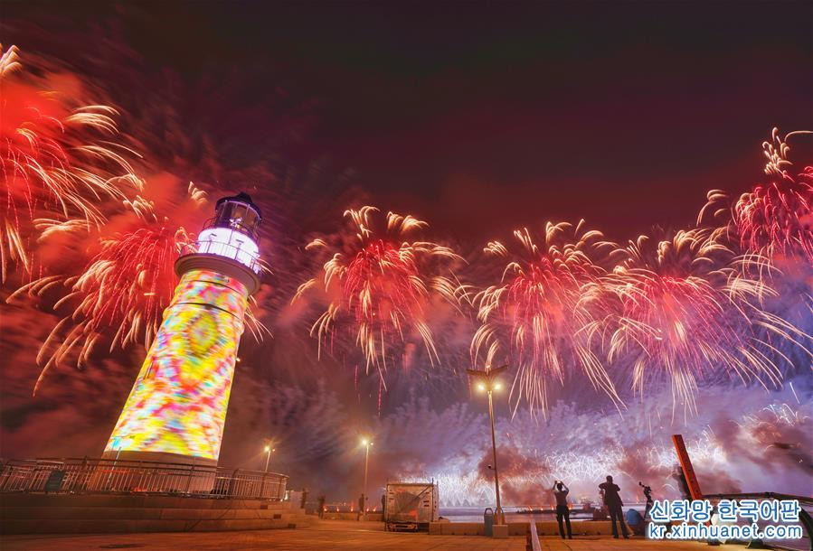 칭다오서 라이트쇼·불꽃축제 거행