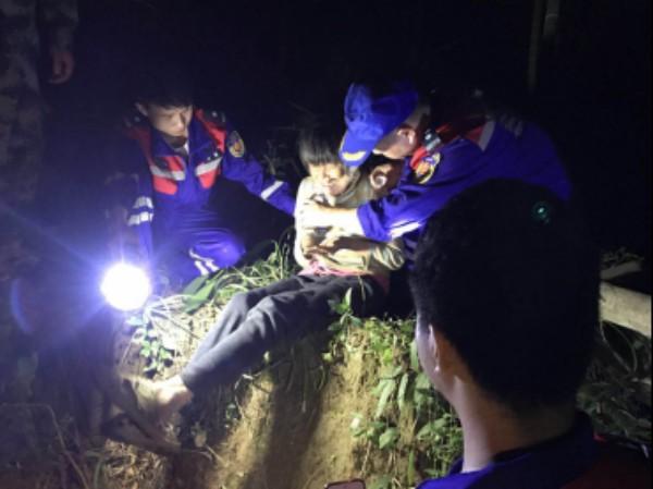 科比特无人机4小时成功解救被困深山群众