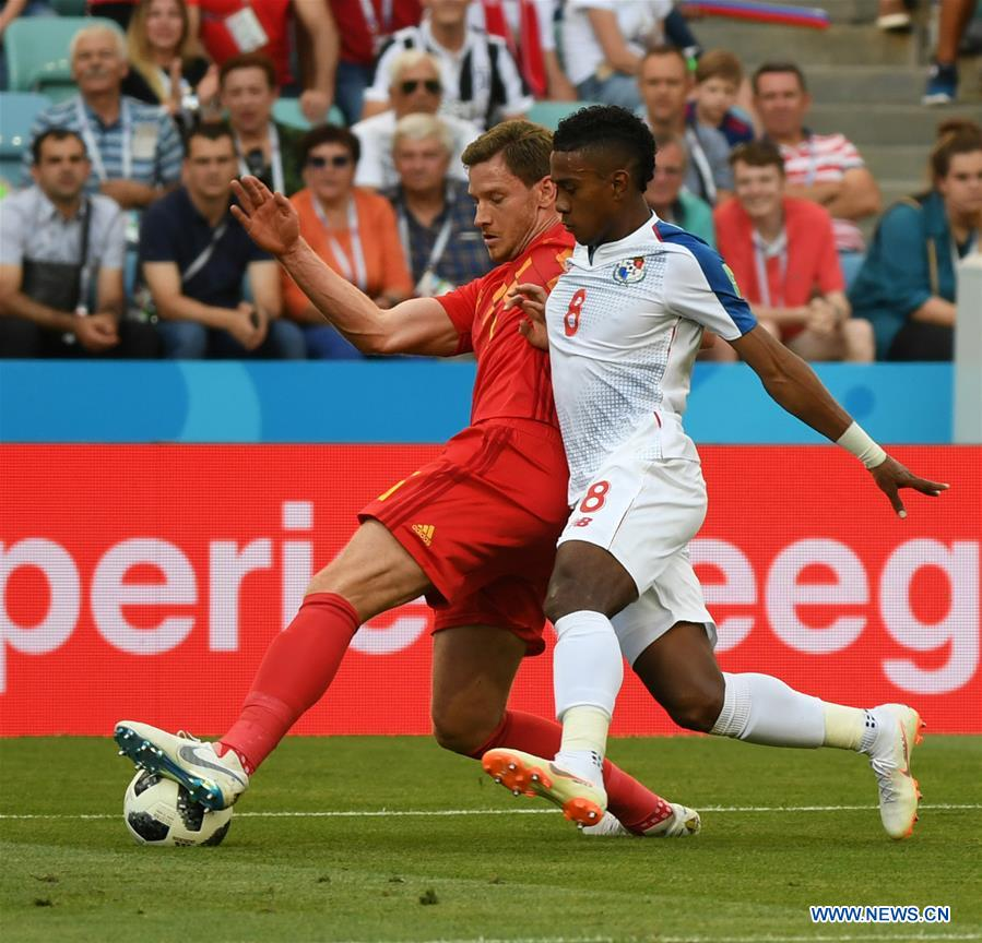 Jan Vertonghen (L) of Belgium vies with Edgar Barcenas of Panama during a group G match between Belgium and Panama at the 2018 FIFA World Cup in Sochi, Russia, June 18, 2018. (Xinhua/Du Yu)<br/>