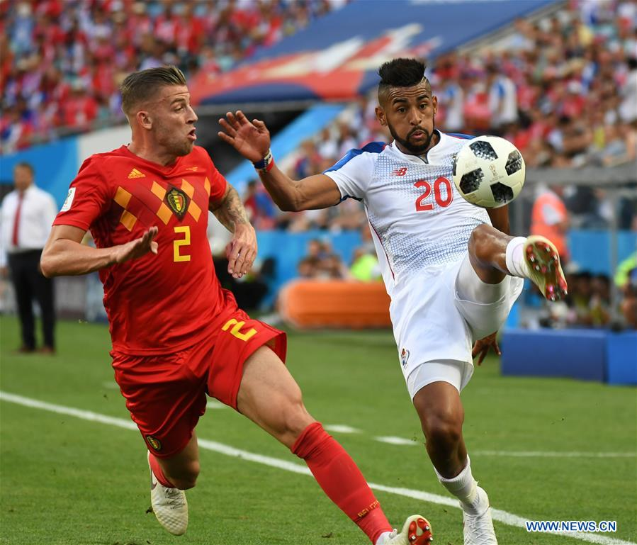 Toby Alderweireld (L) of Belgium vies with Anibal Godoy of Panama during a group G match between Belgium and Panama at the 2018 FIFA World Cup in Sochi, Russia, June 18, 2018. (Xinhua/Du Yu)<br/>