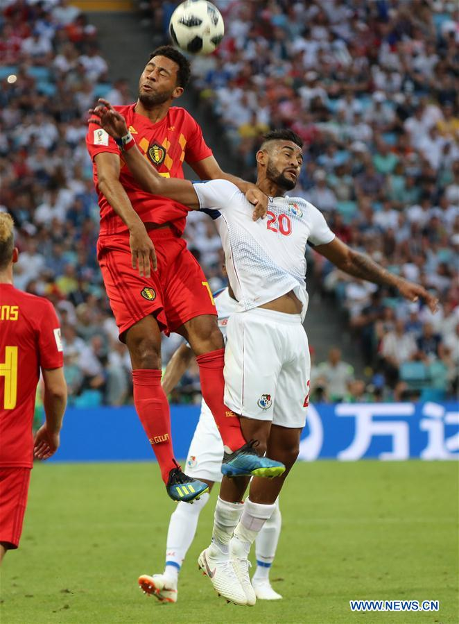 Moussa Dembele (L) of Belgium competes for a header with Anibal Godoy of Panama during a group G match between Belgium and Panama at the 2018 FIFA World Cup in Sochi, Russia, June 18, 2018. (Xinhua/Bai Xueqi)<br/>