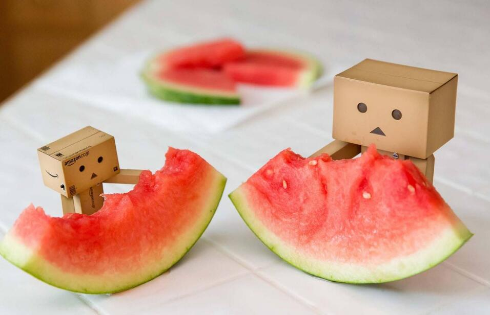 西瓜与桃同吃会中毒?水果伴长夏,别被谣言扰!