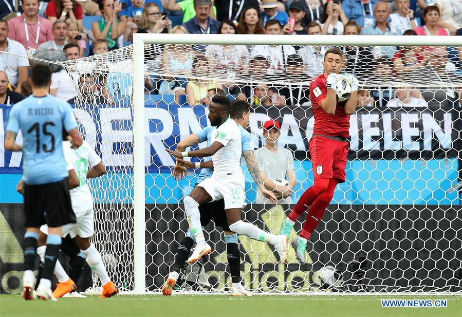 Uruguay's goalkeeper Fernando Muslera defends during a Group A match between Uruguay and Saudi Arabia at the 2018 FIFA World Cup in Rostov-on-Don, Russia, June 20, 2018. (Xinhua/Lu Jinbo)<br/>