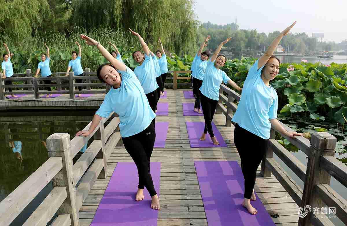 以练瑜伽的方式愉悦身心,享受夏日美好时光。<br/>
