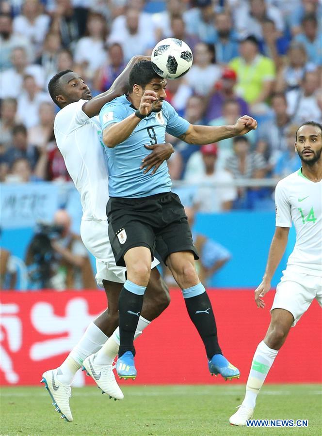 Luis Suarez (R top) of Uruguay competes for a header during a Group A match between Uruguay and Saudi Arabia at the 2018 FIFA World Cup in Rostov-on-Don, Russia, June 20, 2018. Uruguay won 1-0. (Xinhua/Li Ming)