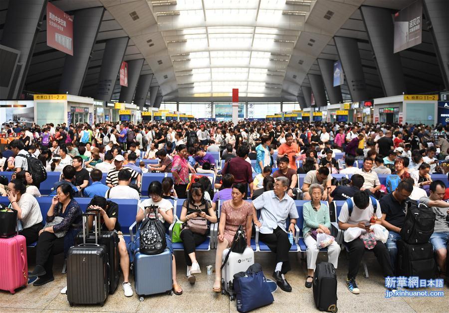 2018年の鉄道「暑運」(夏休みの観光・帰省ラッシュ)が7月1日、幕を開けた。期間は8月31日までの計62日間。鉄道当局は期間中の旅客輸送量を前年比7・6%、4590万人増の6億4700万人と見込む。1日あたりの旅客輸送量は1043万人となる。