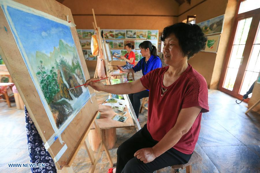 Song Limai (front) paints at a studio in the Muyun'an community of Rongcheng City,east China's Shandong Province, July 5, 2018. The Muyun'an community is famous for painting and is dedicated to boosting tourism based on cultural heritages. (Xinhua/Wang Nan)<br/>