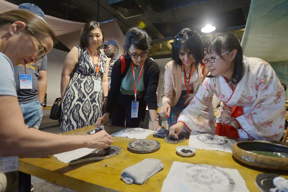 """""""一带一路""""20余国百位商务官员来青岛研修汉文化"""