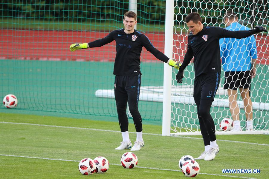 Croatia's Lovre Kalinic (R) and Dominik Livakovic attend a training session in Moscow, Russia on July 9, 2018. (Xinhua/Bai Xueqi)<br/>