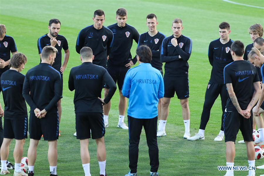 Croatia's players listen to instruction by their head coach Zlatko Dalic during a training session in Moscow, Russia on July 9, 2018. (Xinhua/Bai Xueqi)<br/>