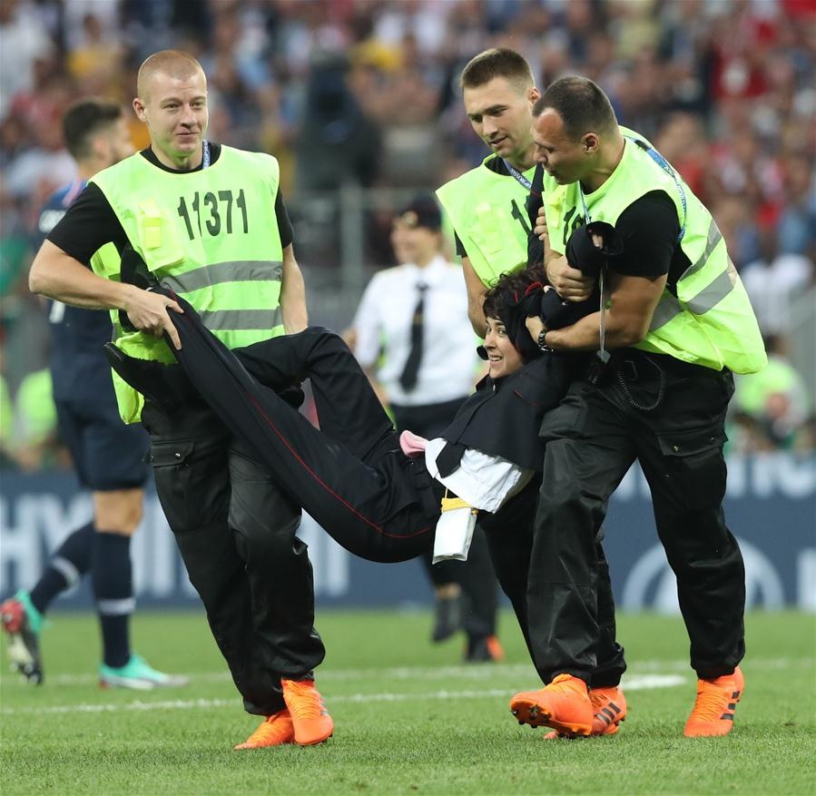 Stewards apprehend an invader during the 2018 FIFA World Cup final match between France and Croatia in Moscow, Russia, July 15, 2018. (Xinhua/Cao Can)Luka Modric (L) of Croatia and Kylian Mbappe of France pose for photos at the awarding ceremony after the 2018 FIFA World Cup final match between France and Croatia in Moscow, Russia, July 15, 2018. France defeated Croatia 4-2 and claimed the title. (Xinhua/Cao Can)