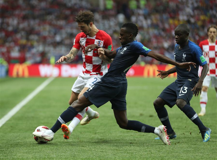 Blaise Matuidi (C) of France vies with Sime Vrsaljko (L) of Croatia during the 2018 FIFA World Cup final match between France and Croatia in Moscow, Russia, July 15, 2018. (Xinhua/Fei Maohua)<br/>
