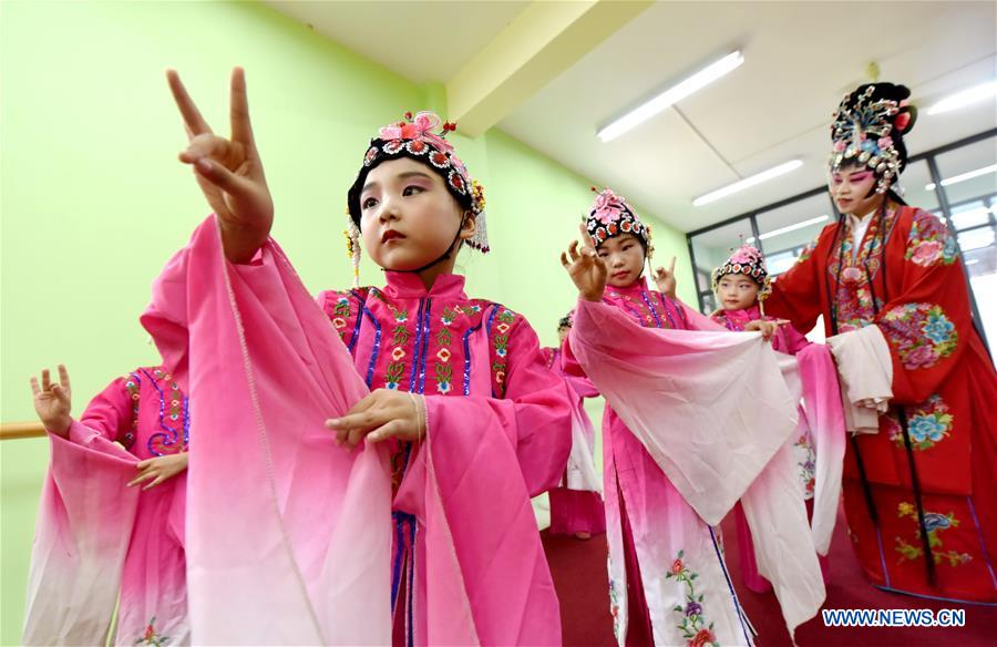 Children learn opera performing skills at a training center during their summer vacation in Nanhe County, north China's Hebei Province, July 15, 2018. (Xinhua/Zhu Xudong)<br/>