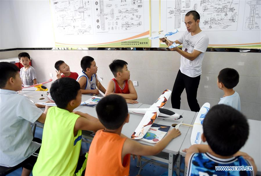 Children attend a model airplane class at a training center during their summer vacation in Nanhe County, north China's Hebei Province, July 15, 2018. (Xinhua/Zhu Xudong)<br/>
