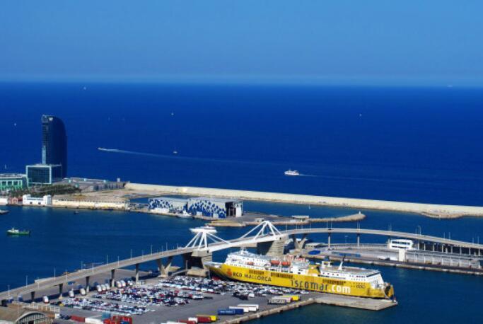 海啸袭击西班牙 1.5米高风暴潮袭击海滩