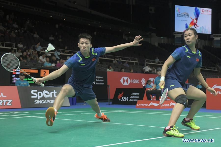 China's Ren Xiangyu/Tang Jinhua compete during the mixed doubles second round match against Malaysia's Goh Soon Huat/Shevon Jemie Lai at 2018 Singapore Badminton Open held at Singapore Indoor Stadium in Singapore, on July 19, 2018. Ren Xiangyu/Tang Jinhua lost 0-2. (Xinhua/Then Chih Wey)<br/>
