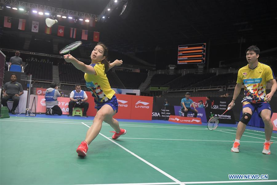 Goh Soon Huat (R)/Shevon Jemie Lai of Malaysia compete during the mixed doubles second round match against Ren Xiangyu/Yang Jinhua of China at 2018 Singapore Badminton Open held at Singapore Indoor Stadium in Singapore, on July 19, 2018. Goh Soon Huat/Shevon Jemie Lai won 2-0. (Xinhua/Then Chih Wey)<br/>