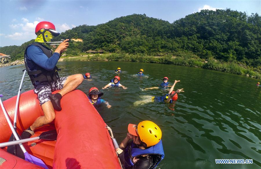 Tourists play in Hantan river in Pocheon-si, South Korea, Aug. 2, 2018. Temperature in South Korea hit an all-time high Wednesday on the rising scorching heat wave in the middle of summer. (Xinhua/Wang Jingqiang)<br/>