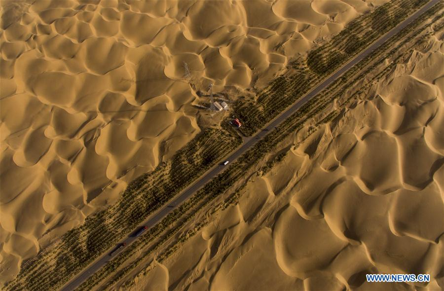 Aerial photo taken on Sept. 27, 2016 shows the Tarim Desert Highway in northwest China's Xinjiang Uygur Autonomous Region. As an important link of the Silk Road Economic Belt, Xinjiang is speeding up the development of transportation and logistics to connect east and west. By the end of 2017, the total length of roads in Xinjiang reached 186,000 km, with 4,578 km of expressways. (Xinhua/Jiang Wenyao)<br/>
