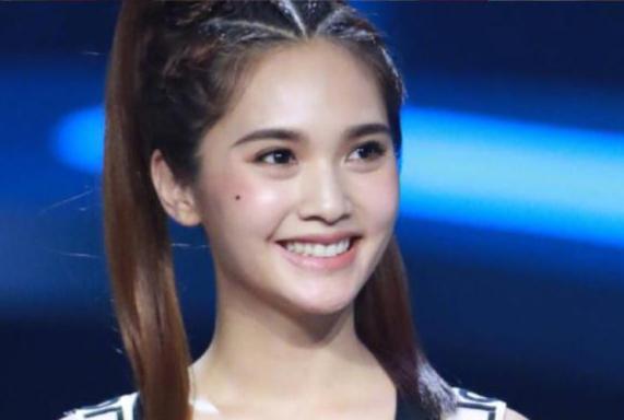 杨丞琳晒16岁与34岁对比照 被网友称赞复制粘贴
