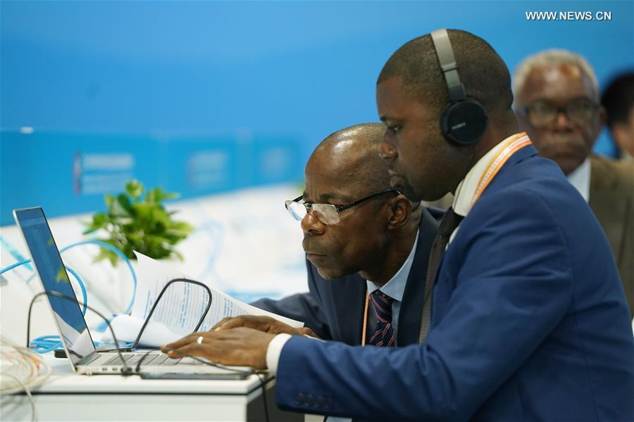 Journalists from the Republic of Congo work at the Media Center of the 2018 Beijing Summit of the Forum on China-Africa Cooperation (FOCAC) in Beijing, capital of China, Sept. 4, 2018. More than 2,600 journalists from home and abroad have registered to cover the forum. (Xinhua/Ju Huanzong)<br/>
