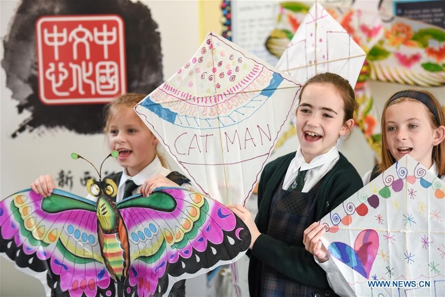 Students pose with kites in Samuel Marsden Collegiate School, Wellington, New Zealand, on Sept. 12, 2018. Students of Samuel Marsden Collegiate School learned how to make traditional Chinese kites at an event organized by New Zealand China Cultural Center here on Wednesday. (Xinhua/Guo Lei)<br/>