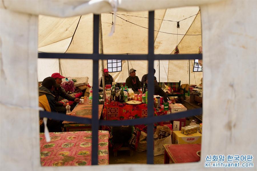 시짱: 중국-네팔 천막 국경무역 시장<br/>