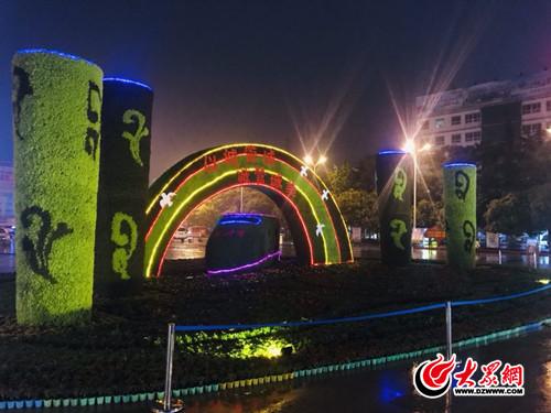 大型公司绿雕亮相临沂火车站喜迎双节助力创华蓝建筑设计立体图片
