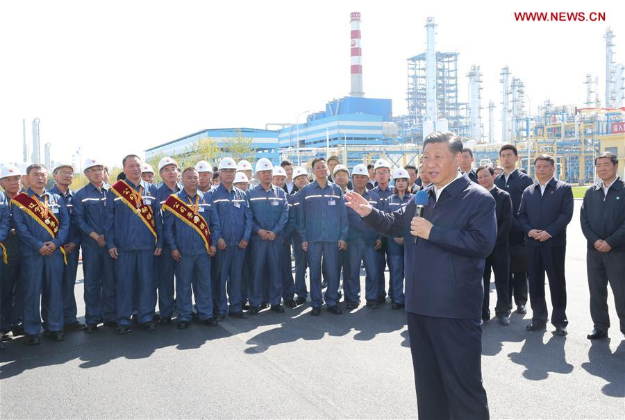 Chinese President Xi Jinping, also general secretary of the Communist Party of China (CPC) Central Committee and chairman of the Central Military Commission, speaks to workers during his visit to China National Petroleum Corporation (CNPC) Liaoyang Petrochemical Company in Liaoyang, northeast China's Liaoning Province, Sept. 27, 2018. Xi started an inspection tour in Liaoning on Thursday. (Xinhua/Ju Peng)<br/>