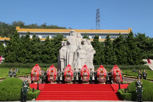 青岛市举行公祭烈士活动