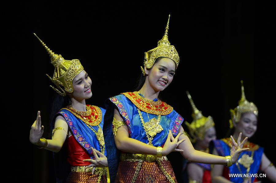 Dancers perform a traditional Lao cultural show during the &quot;Cultural Performance Night&quot; in Vientiane, Laos, on Oct. 6, 2018.(Xinhua/Liu Ailun)<br/>