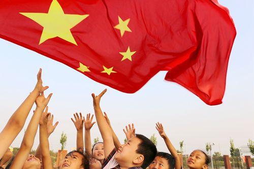 淄博市临淄区中小学传承红色基因 向国旗敬礼