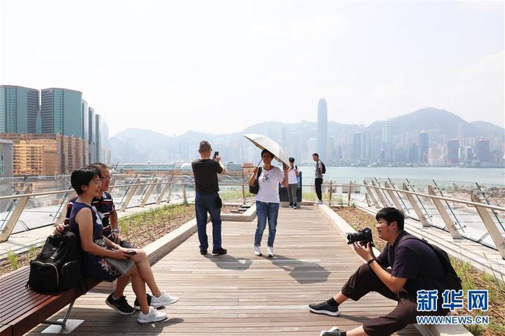(图文互动)(1)高铁西九龙站成为香港旅游新地标